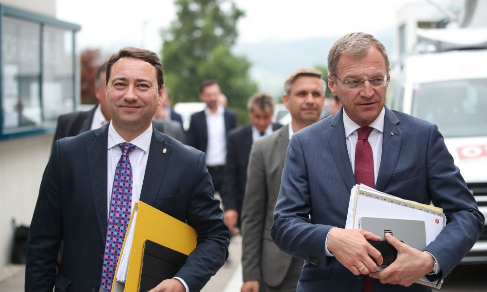Oberösterreich: ÖVP und FPÖ legen Regierungsprogramm vor