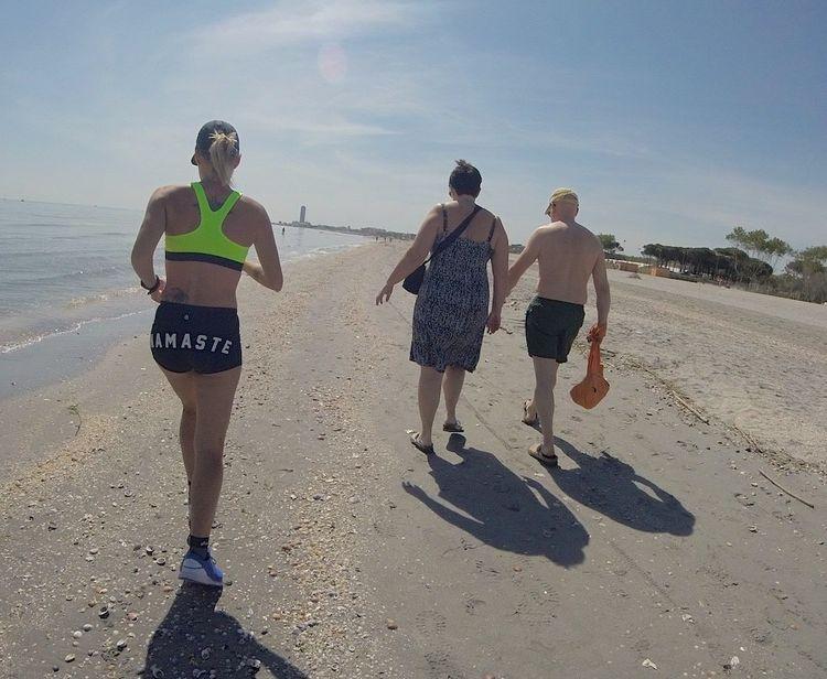 Oberkörperfrei dürfen rumlaufen männer Gleichberechtigung: Gleiche