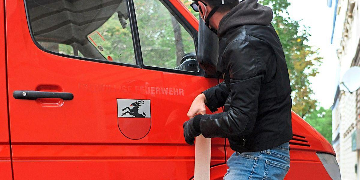 """Parkplatzaktivist: Der Mann, der Autofahrern eine """"klebt"""""""