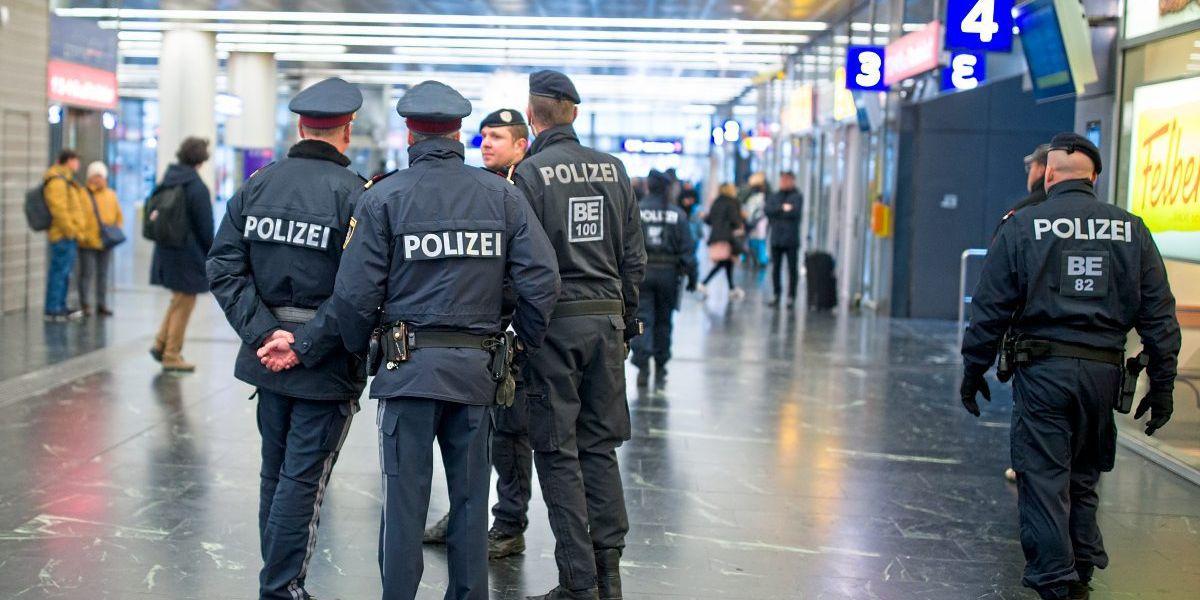 Polizei leibesvisitation videos nackt Beste Xxx