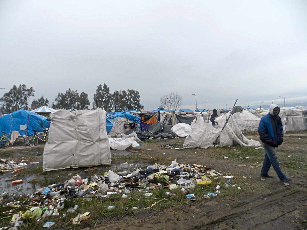 Im Zeltlager in San Ferdinando vergessen die italienischen behörden teilweise sogar auf die wenigen Lebensmittellieferungen