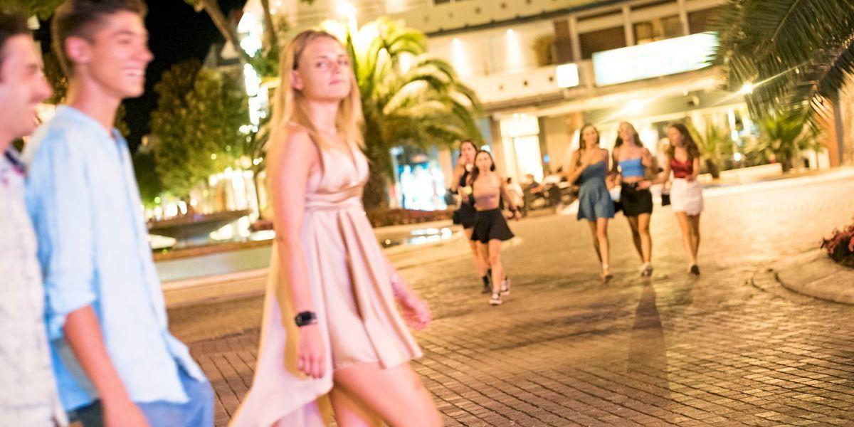Zu Besuch in Lignano: Billiger Urlaub, jugendliche Eskalation