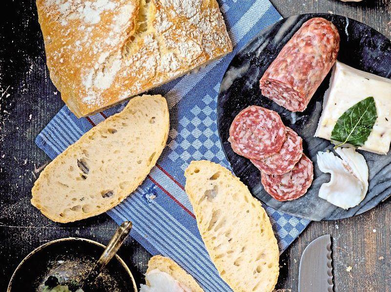 Pane toscano: Toskanisches salzloses Brot